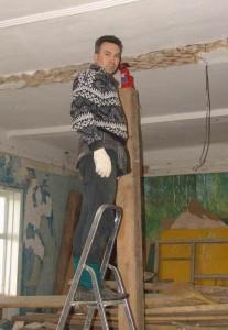 Выравнивание потолочных балок